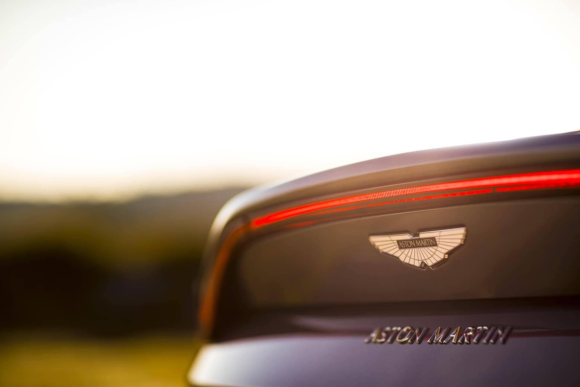 Aston-Martin-Vantage-2017-10