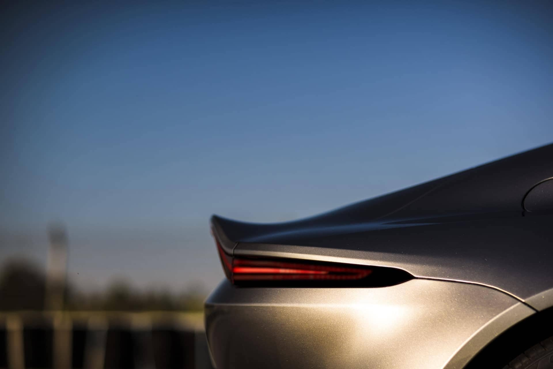 Aston-Martin-Vantage-2017-11