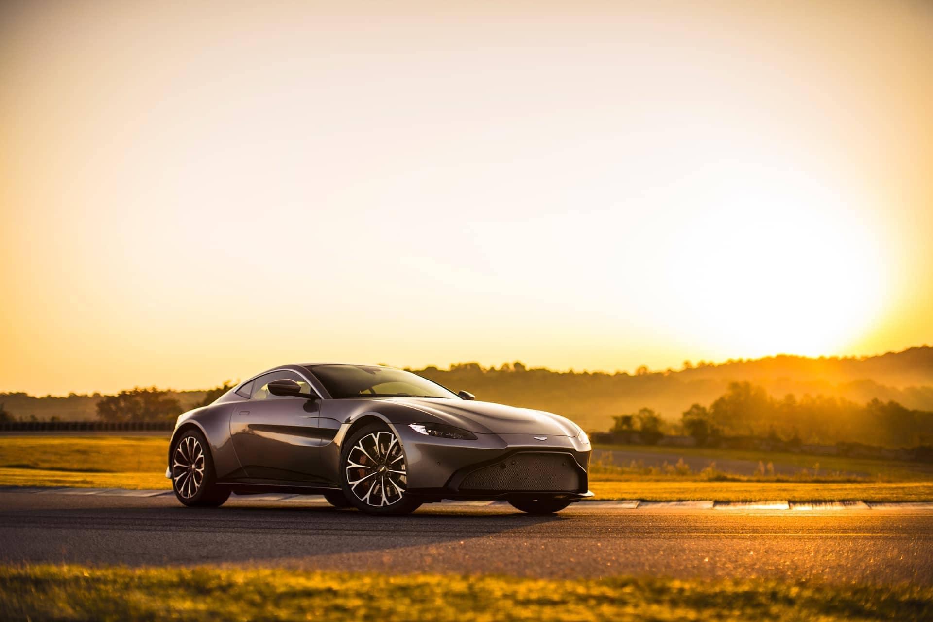Aston-Martin-Vantage-2017-12