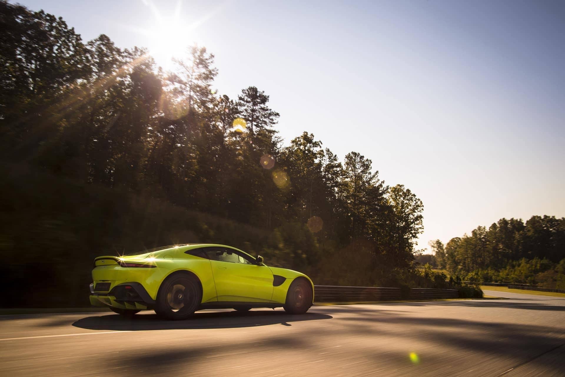 Aston-Martin-Vantage-2017-13