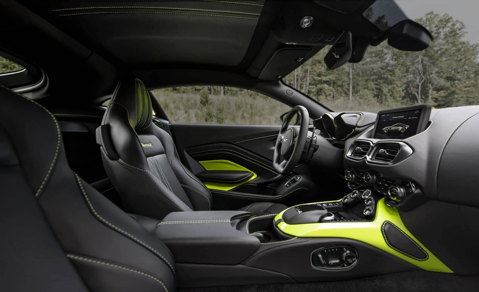 Aston-Martin-Vantage-2017-17