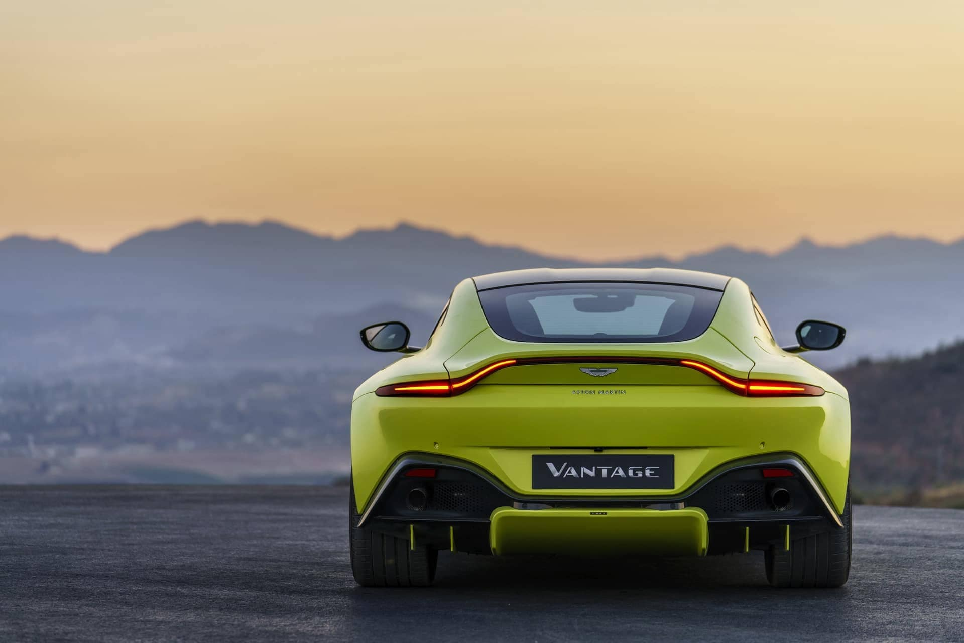 Aston-Martin-Vantage-2017-18