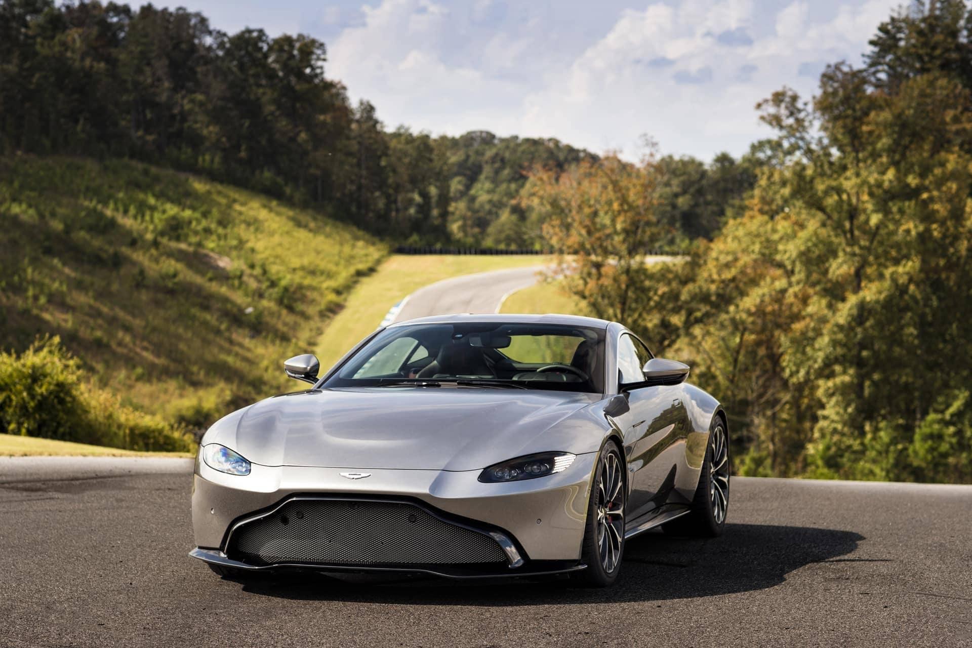 Aston-Martin-Vantage-2017-20