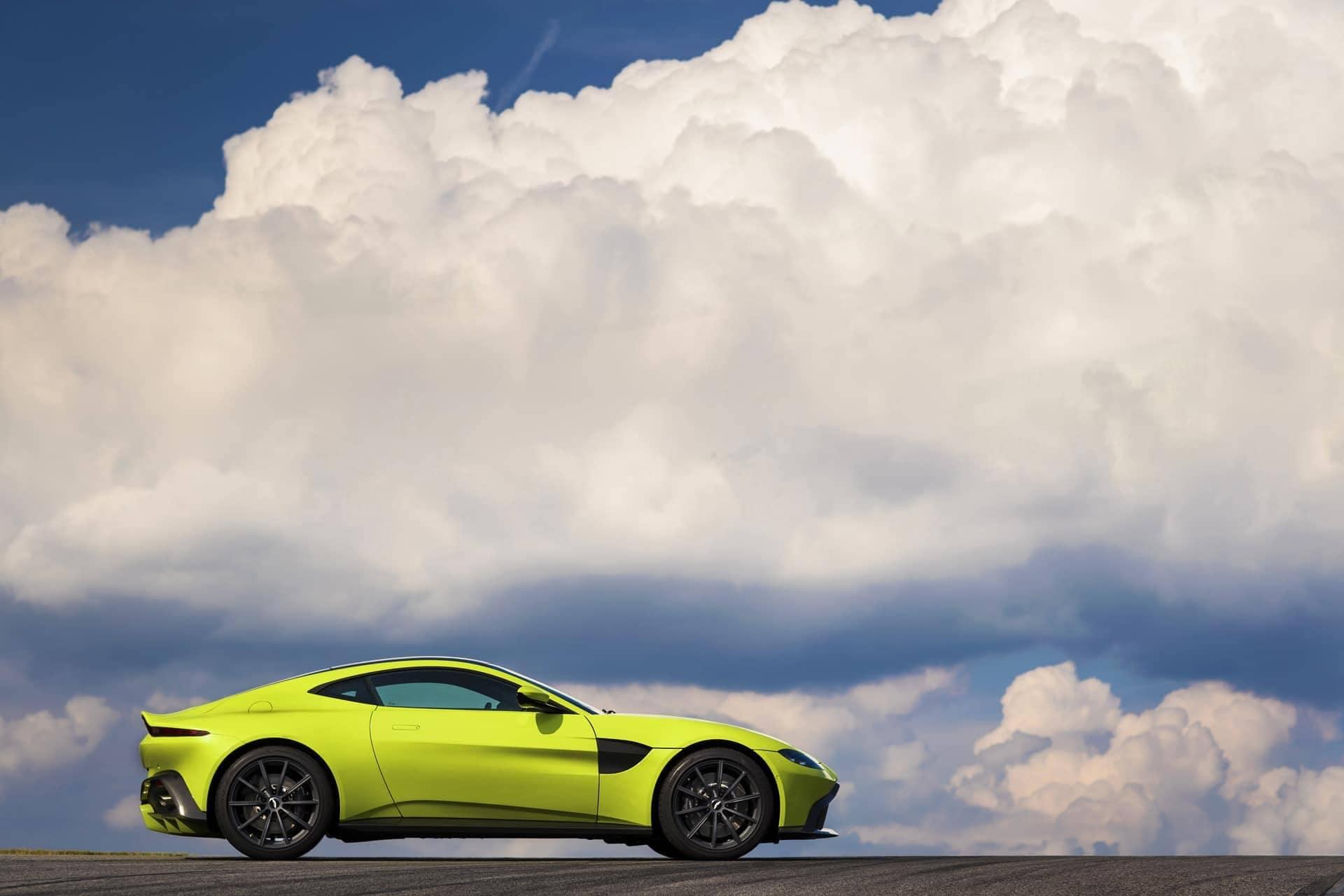 Aston-Martin-Vantage-2017-29