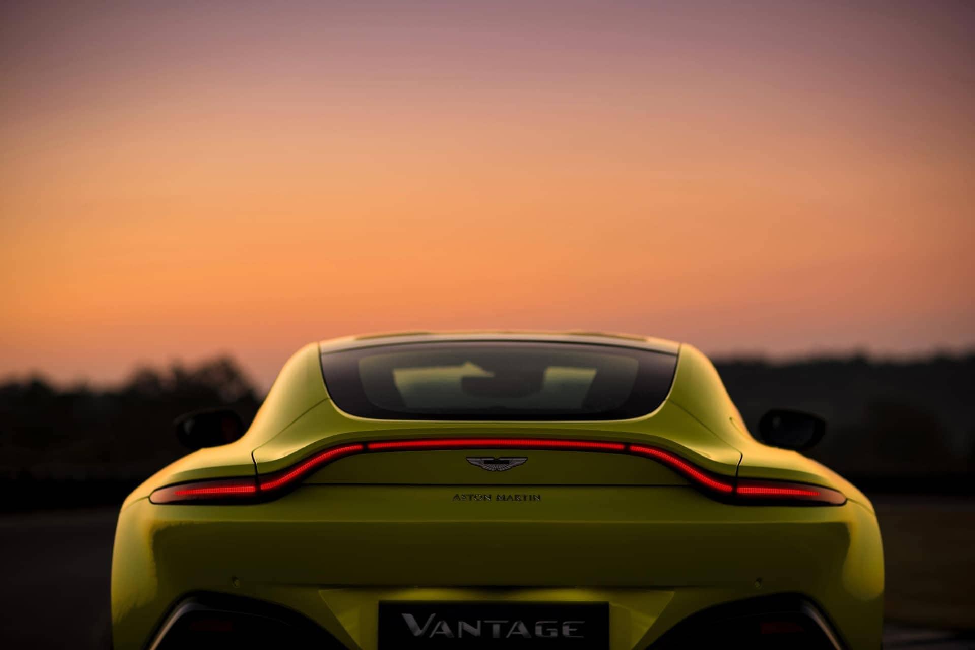 Aston-Martin-Vantage-2017-4