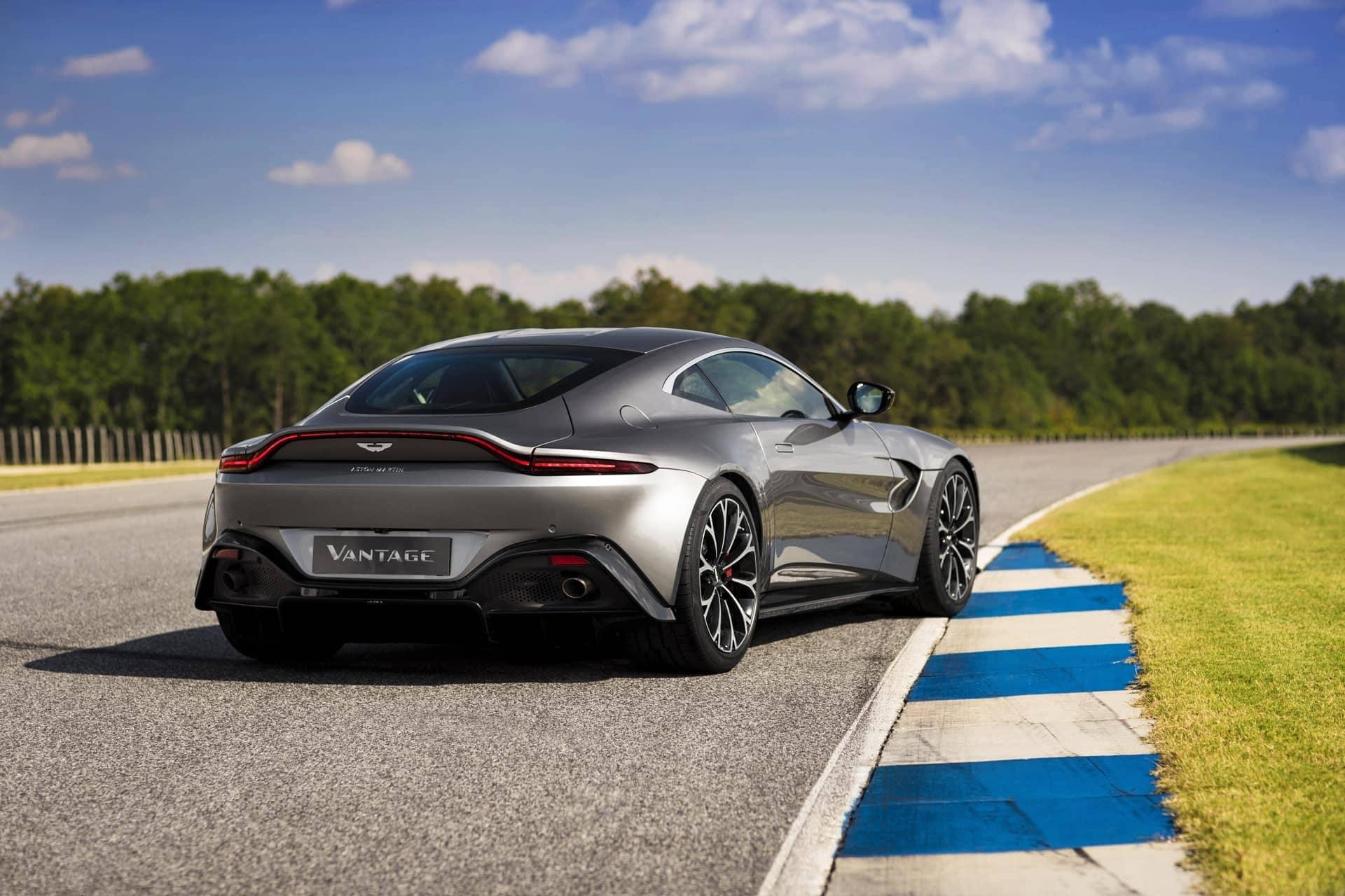 Aston-Martin-Vantage-2017-5