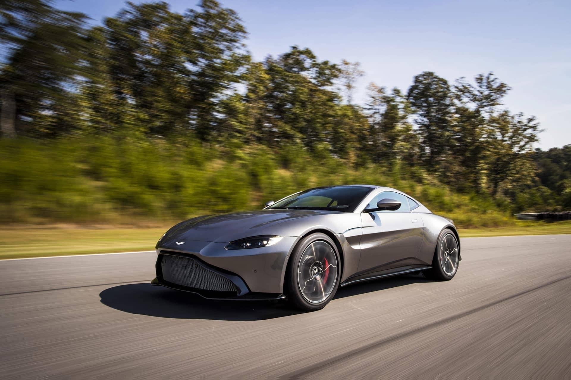 Aston-Martin-Vantage-2017-9