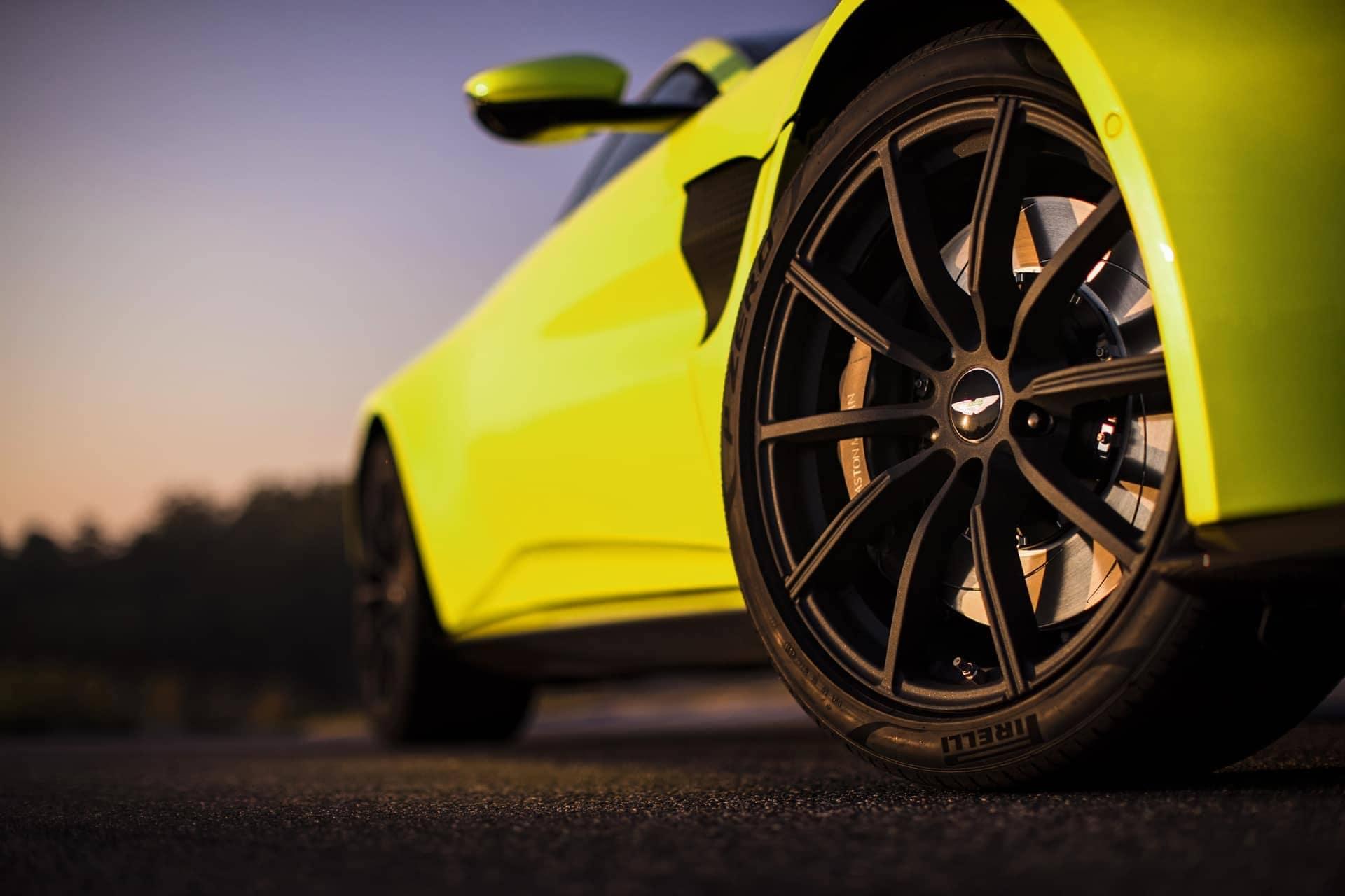 Aston-Martin-Vantage-2017