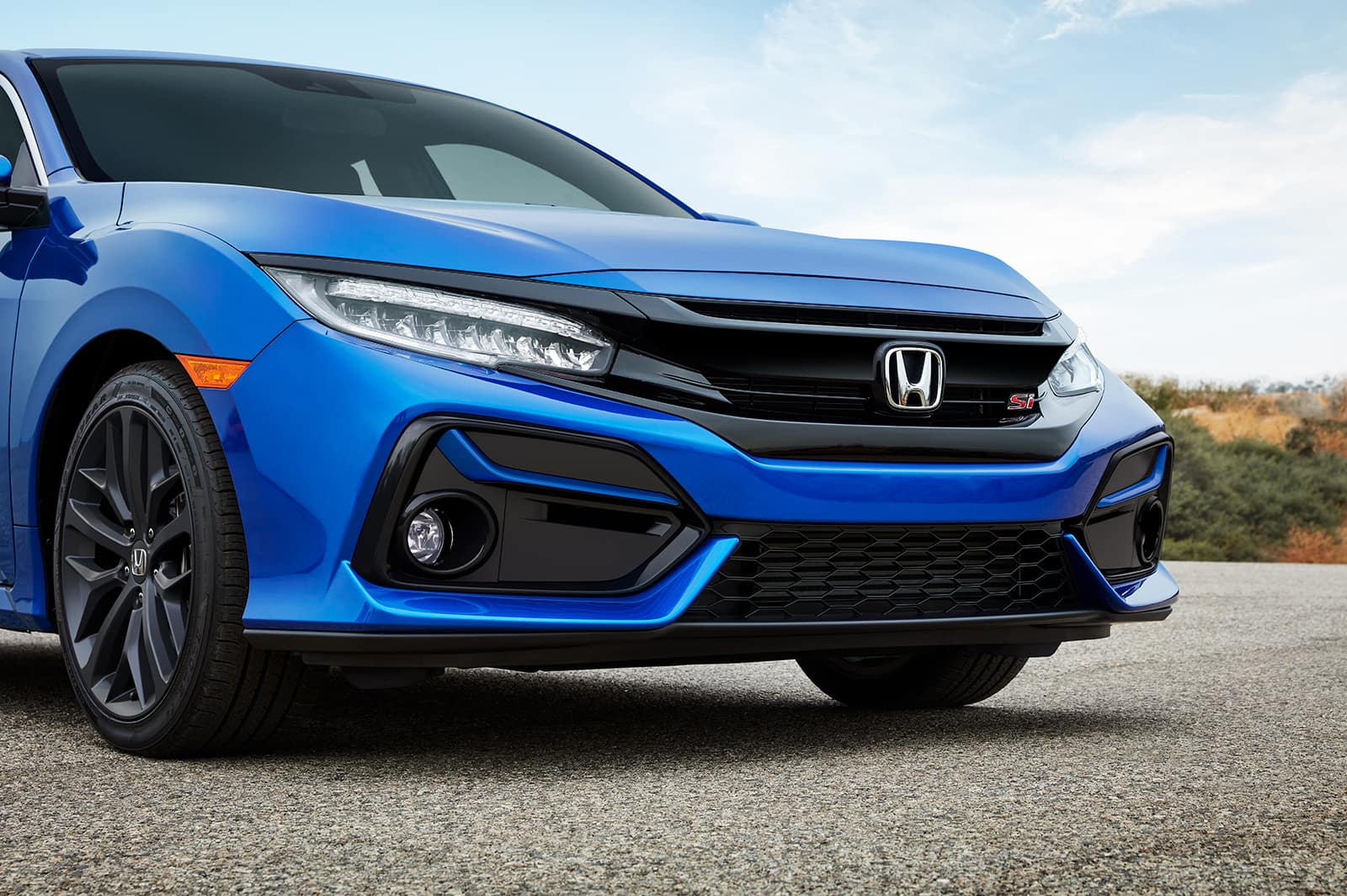 comparison-of-the-2020-Civic-and-the-2020-Accord-Massachusetts | Blue 2020 civic close up