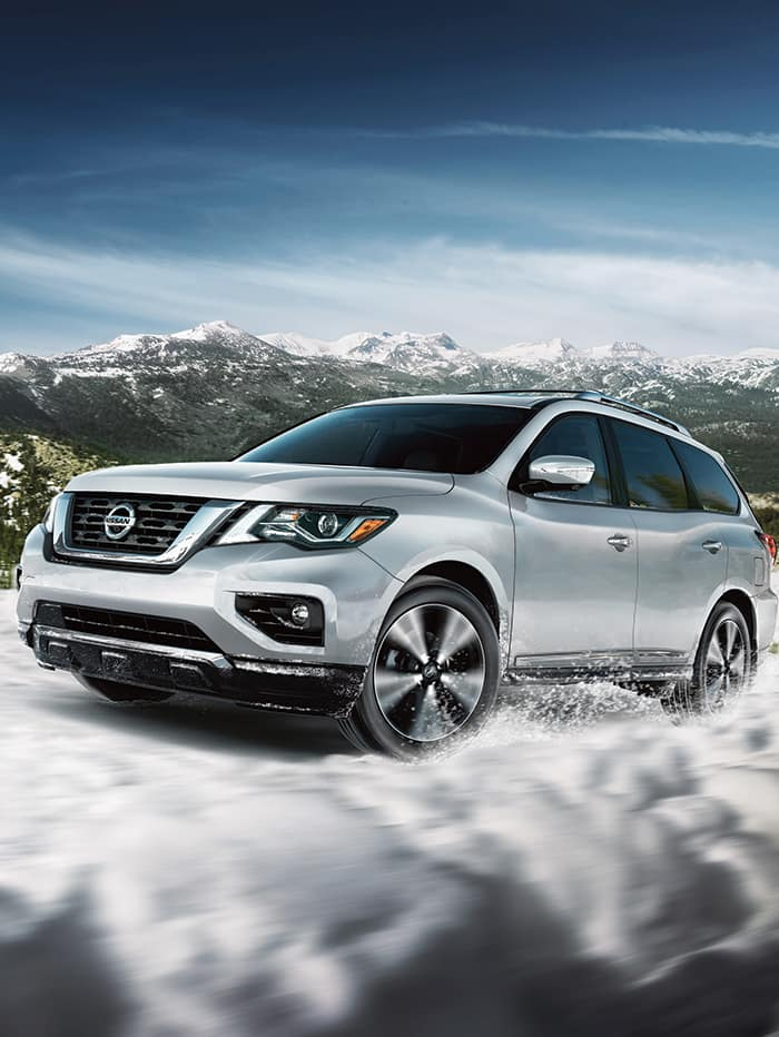 The features and trim levels of the 2019 Nissan Pathfinder | White 2019 Nissan Pathfinder running on snowy road