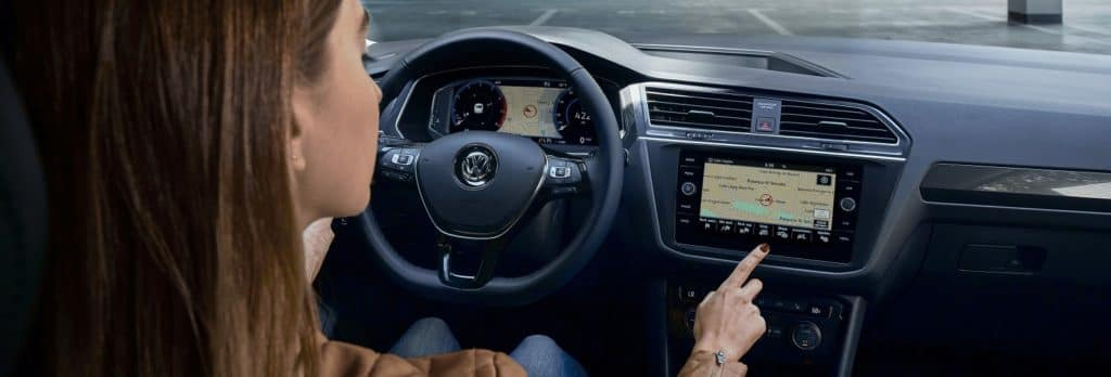 2019.5 Tiguan SEL Premium 2.0T touchscreen navigation system