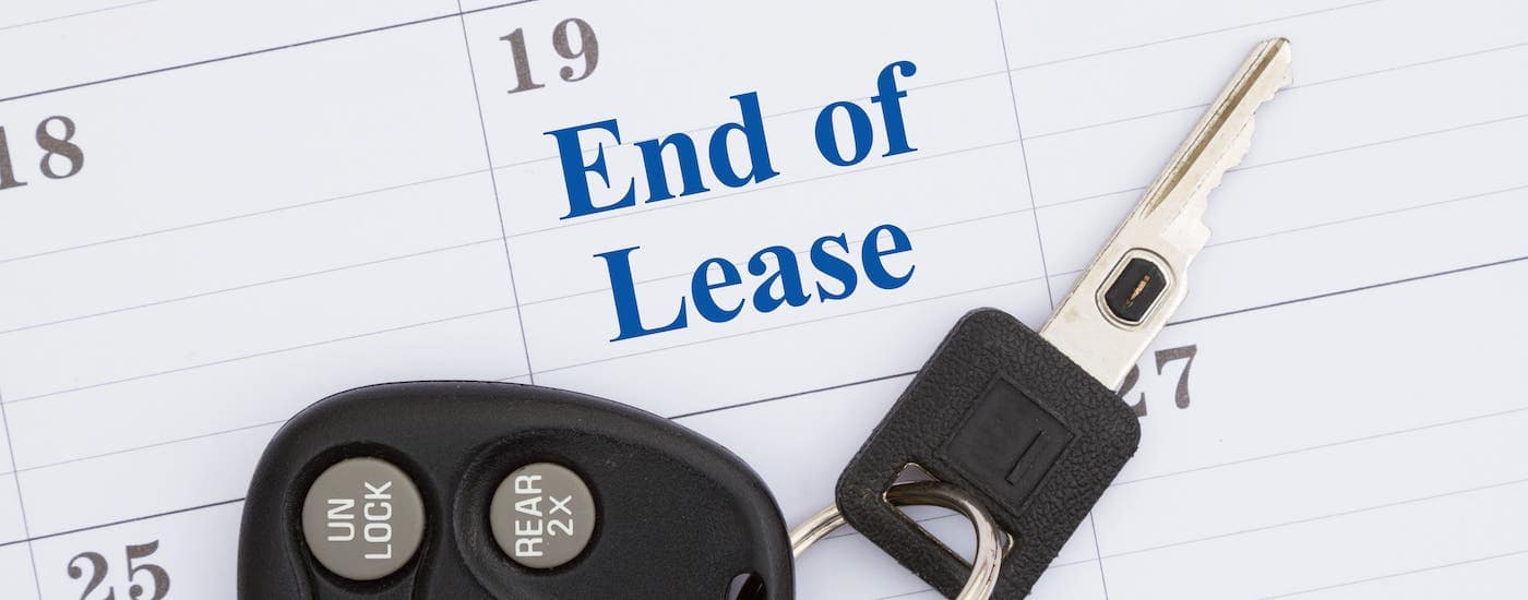 Car keys are sitting on a calendar with the words 'End of lease' on one of the days.