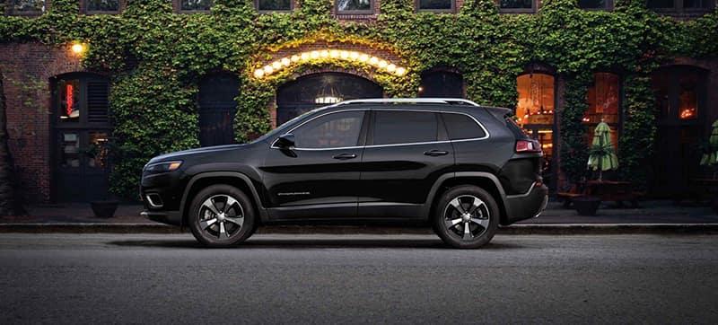 2019-Jeep-Cherokee-Gallery-Exterior-Black-Limited-City-Evening.jpg.image.1440