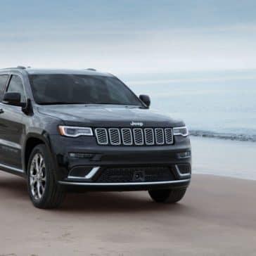 2019-Jeep-Grand-Cherokee-Gallery-Exterior-Black-Beach