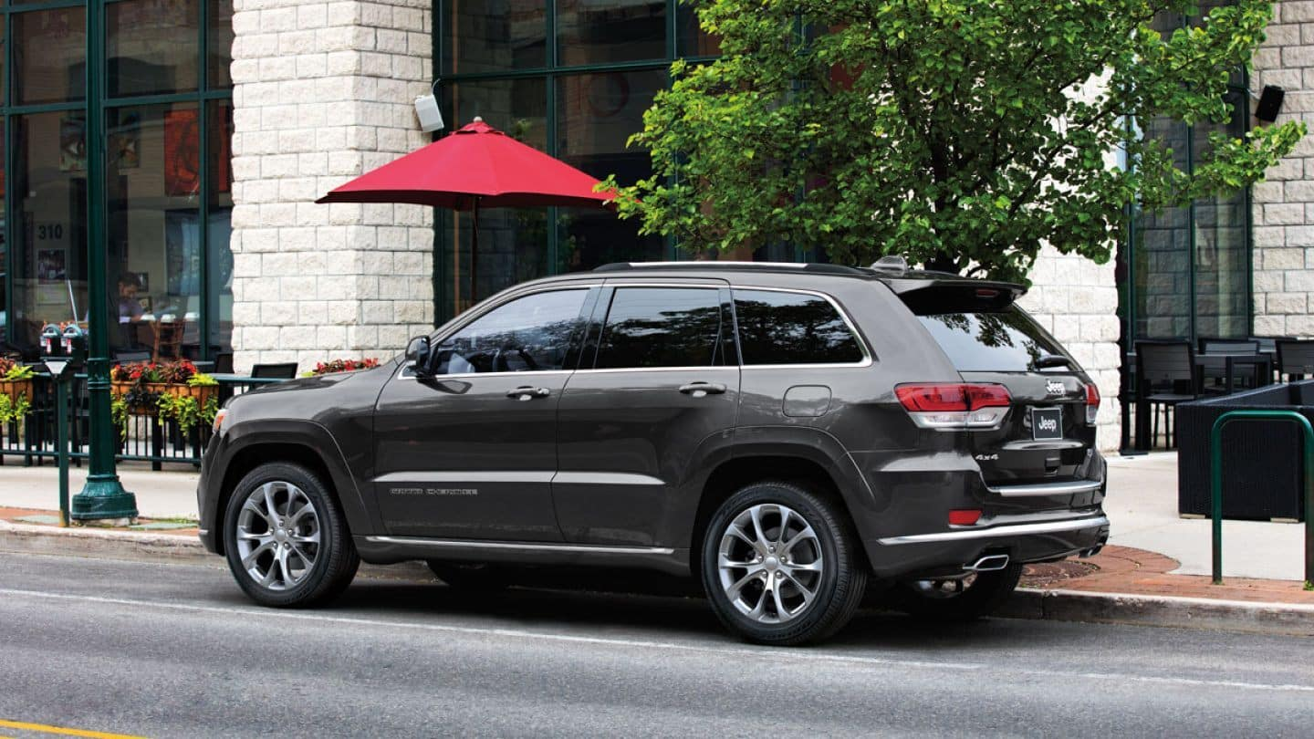 2019-Jeep-Grand-Cherokee-Gallery-Exterior-Summit-Parked
