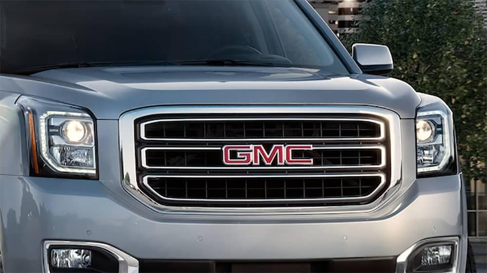 2019-yukon-detail-chrome-grille