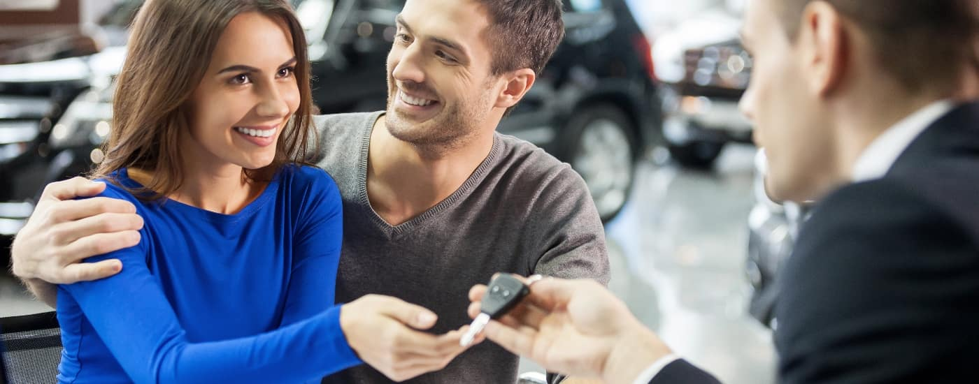 couple-with-car-salesman